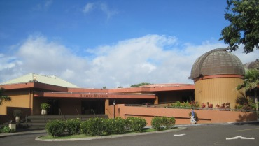 Bishop Museum entrance and planetarium.