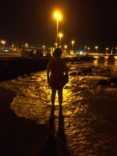 visit w Amy - King Kamehameha Hotel beach at night